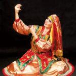 4. БАБИЧИ – женский танец Некрасовских казаков, где девушки сами играют на губных гармошках.
